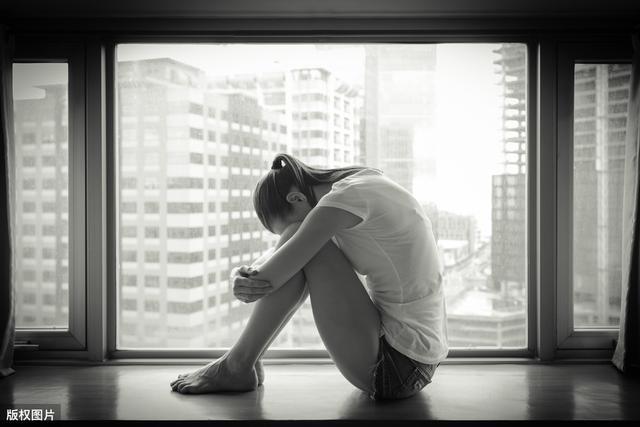 现在高一,抑郁症,网课一直没能听进去,马上要开学了,一想到开学考试后的种种就想要逃避,可以休学吗?