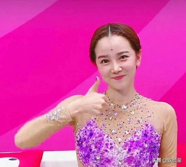 陈小纭拿艺术体操冠军后晒照,看到她的胳膊,才知什么是努力