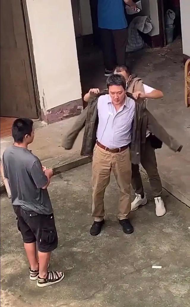 不敢認!馮紹峰為拍戲增肥肚腩如球,頭發花白像老十歲