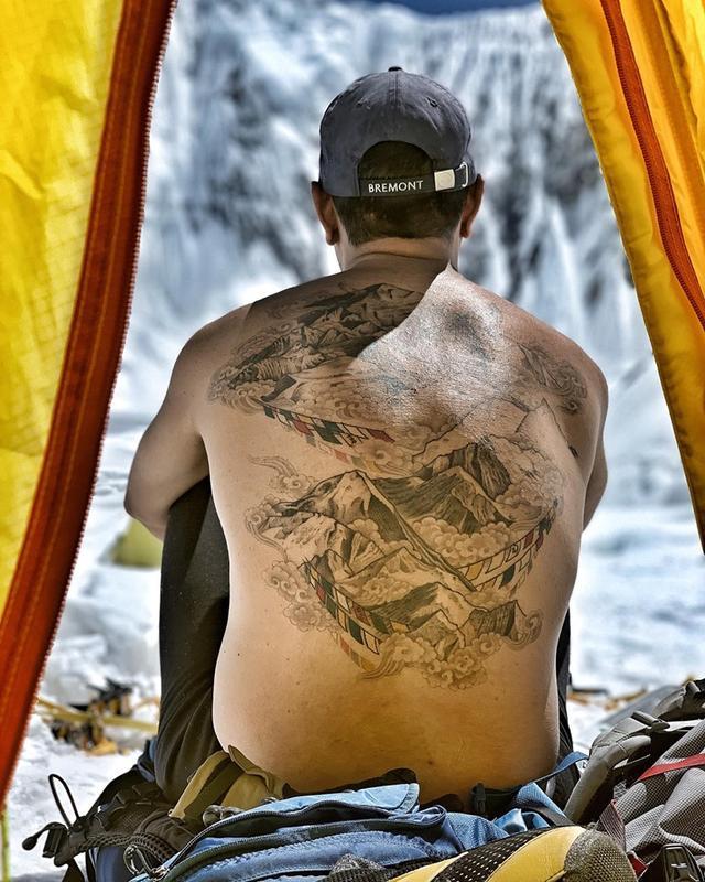 我在身上紋了一座山,讓紋身看上去又酷又特別