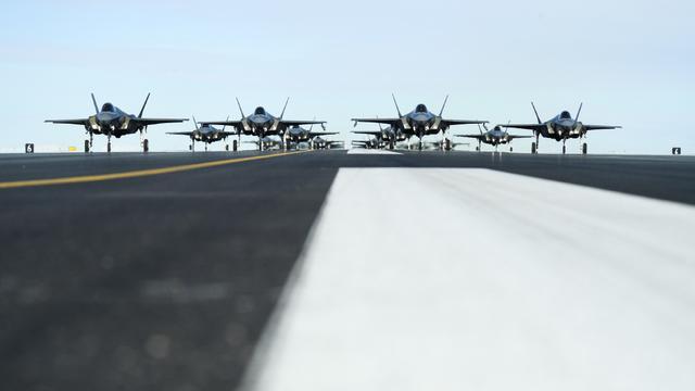 隐身战机部署到位,美国率联军北极炫耀武力,策应南海挑衅中国行动