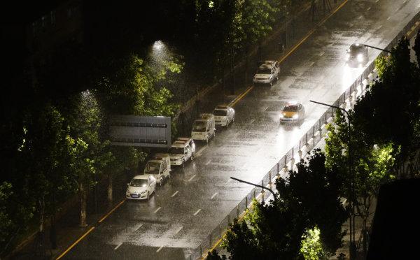 早安武汉 昨夜今晨,武汉大雨袭城,梅雨天数追平1998年纪录