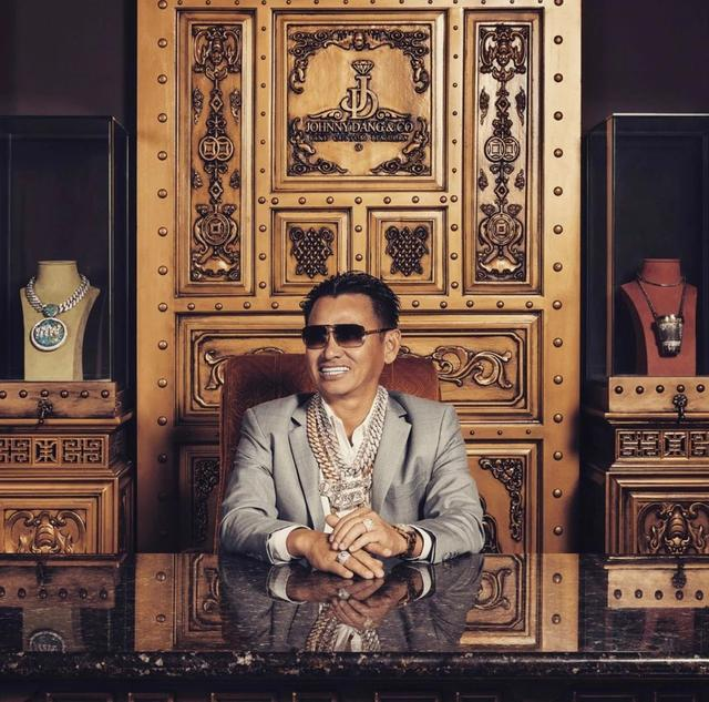 垄断全美Rapper钻石牙套的珠宝之王,竟是个越南土村民?