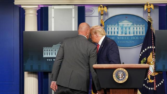 突发!白宫外发生枪击,特朗普紧急撤离