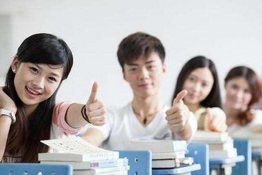 谁说文科不好就业?这4个专业有前途好就业,文科生高考要注意了