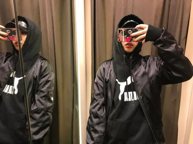 建议Sup明年在中国找模特,这些妞的卫衣买家秀顶炸了 | 食色性也