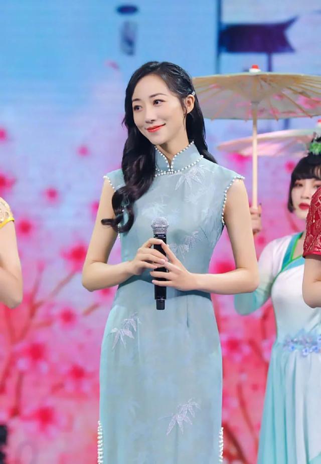 盘点中国穿旗袍最美的7位女星,刘亦菲温婉可人,关晓彤性感撩人-第6张图片-IT新视野