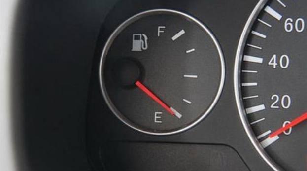 汽车油箱剩多少油时,再去加比较好?油箱养护该注意些什么