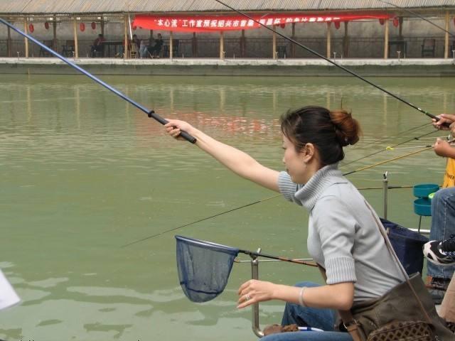 出去钓鱼抛竿不卸轮子怎样不伤竿和轮到钓点、3.6长抛竿7支