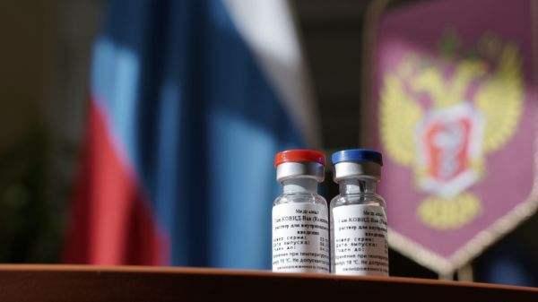 """德部长警告""""使用有危险"""",西方因新冠疫苗围攻俄罗斯"""