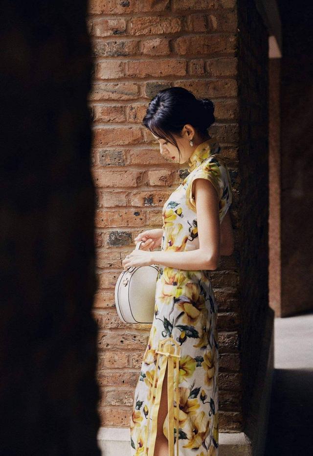 张予曦穿旗袍美出新高度,有这4个特征的女人,穿旗袍天生就好看