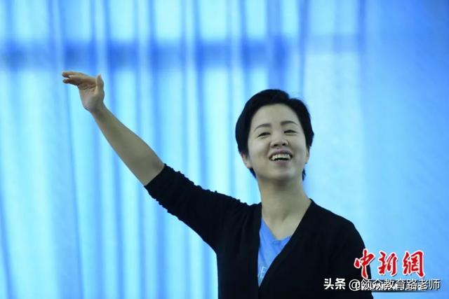 中国首位聋人语言学博士郑璇:除了听,聋人什么都能做
