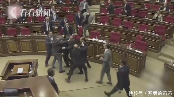 应对疫情经济措施产生分歧 亚美尼亚议会打群架