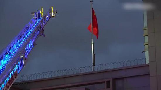 美国刚要求中国关闭驻休斯敦总领馆,总领馆就发生了火灾!疑似因文件被烧毁,目击者:到处是烧焦的味道
