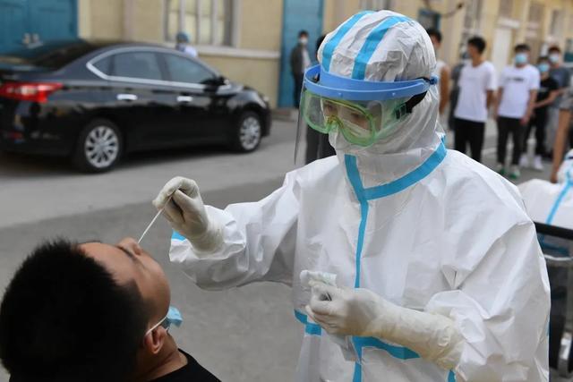 复学复课在即 我校组织省外返校学生进行核酸检测