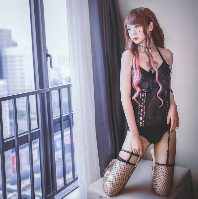 福利姬疯猫ss《黑色吊带袜》[38p]