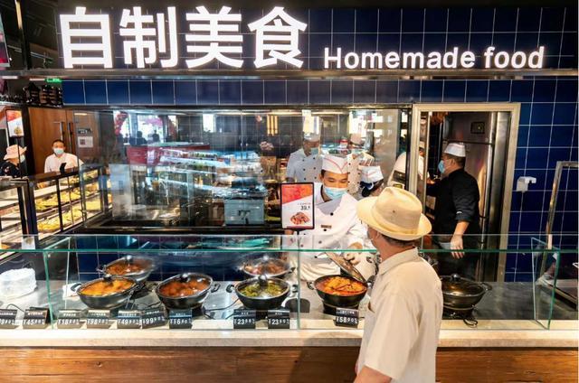 """餐厅里开""""市集"""",热菜按斤打包卖!""""抢占家庭厨房""""新模式"""
