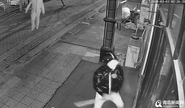 凌晨,青岛市北区一家美发店发生暴力事件 已报案