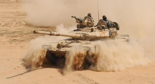 印军主战坦克现身拉达克,莫迪急赴边境视察,专家:起到极坏榜样