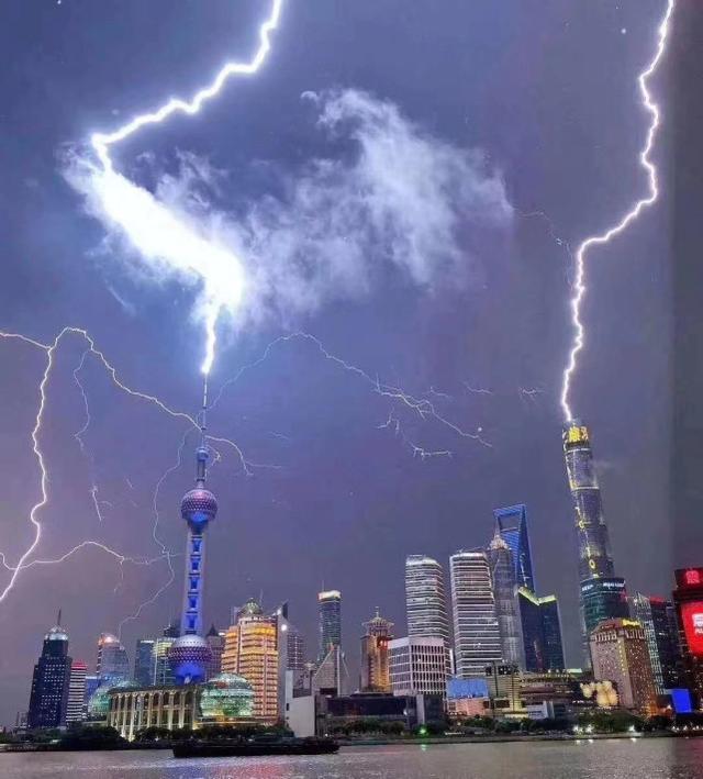 魔都上演魔法大片,巨大闪电击中东方明珠塔!雷暴武器何时诞生?