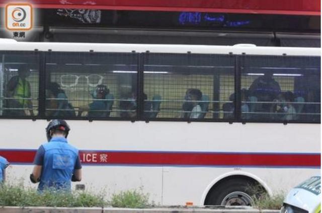 快讯!香港警方拘捕53人,包括两名区议员