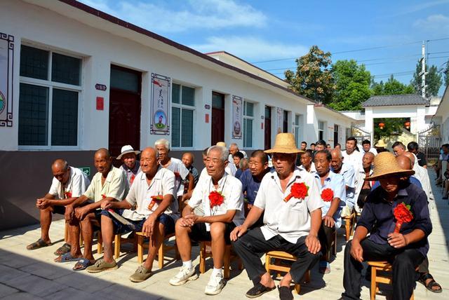 唐河县源潭镇:马湾村幸福大院举行入住仪式  24名老人开心入住