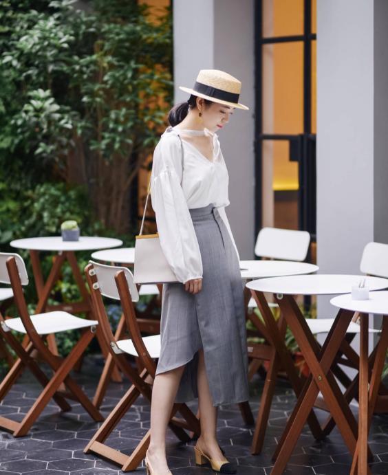 四五十岁的女人应该怎么穿?想要低调有气质,这4个方面要拿捏好