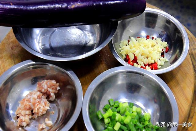 入伏后、这菜别忘吃,蒸一蒸就上桌,夏天常吃家人脾胃好——茄子