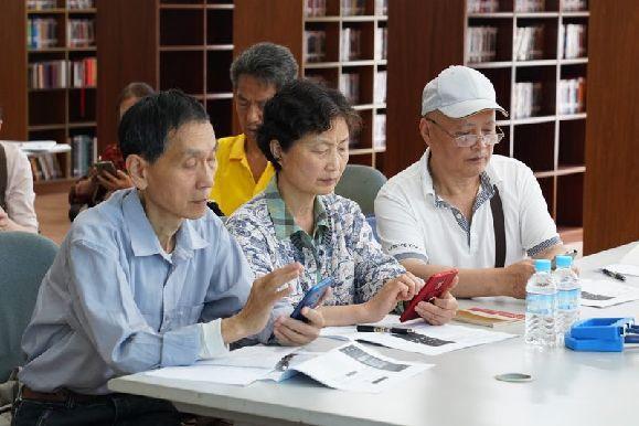 如何系统的教老年人用智能手机、平板?