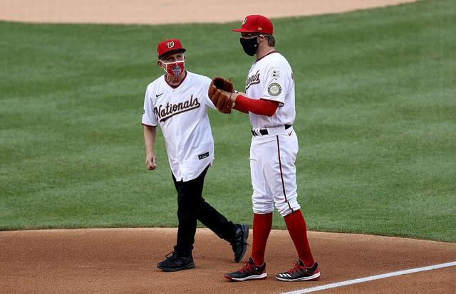 美职棒赛季开球,福奇博士取代总统,特朗普嘴硬:下一次我来开