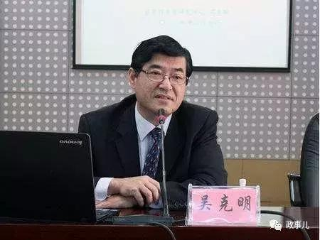 """""""私自往返香港100余次""""的厅官落马3年后受审,当庭翻供"""