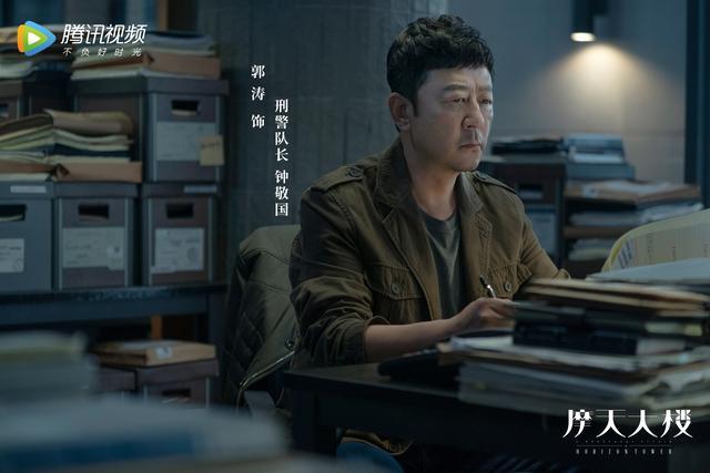 """《摩天大楼》定档8.19  全员剧本杀上演追凶版爱恨""""罗生门"""""""