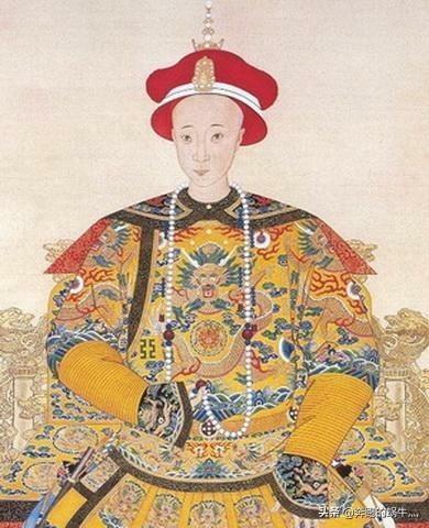 清朝皇帝一般穿的都是龙袍吗?