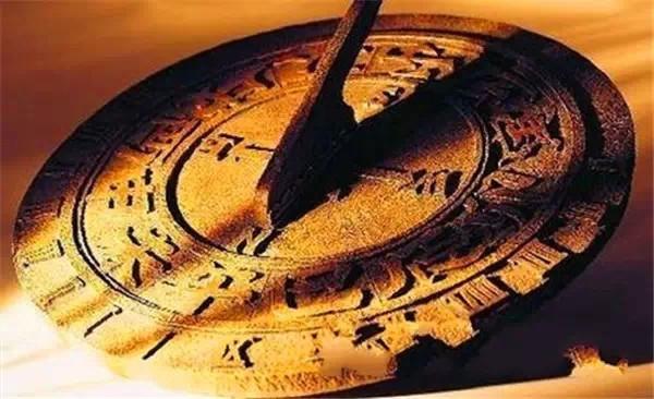 历史的惊人巧合,性质、规模极其相似,相同时期,东西相映