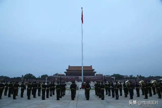 """建军节在天安门看升旗,致敬伟大的祖国,""""祖国万岁""""!"""
