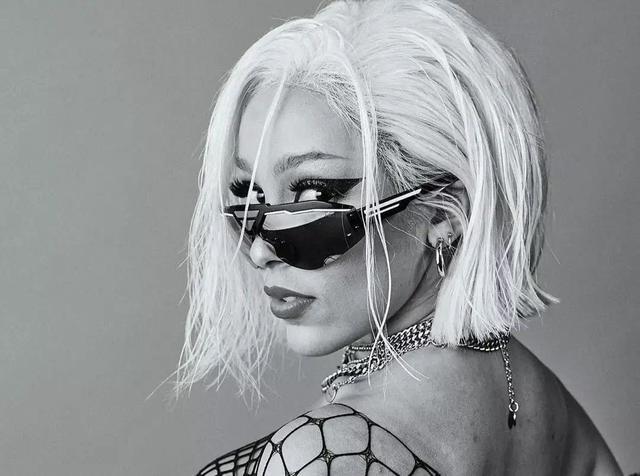 靠抖音红遍全球,她是当下最惹火的宝藏女Rapper...