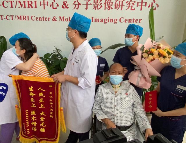 全球10例新冠肺移植患者,他第一个出院了