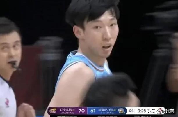辽宁VS新疆,关键时刻被吹罚六犯离场,为何周琦看起来一脸平静?
