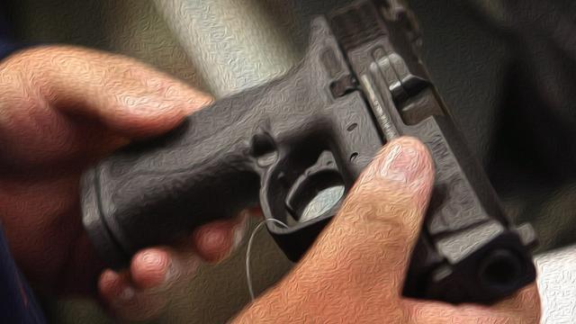 美国民众大量买枪,为11月总统大选备战:防备特朗普赖在白宫不走