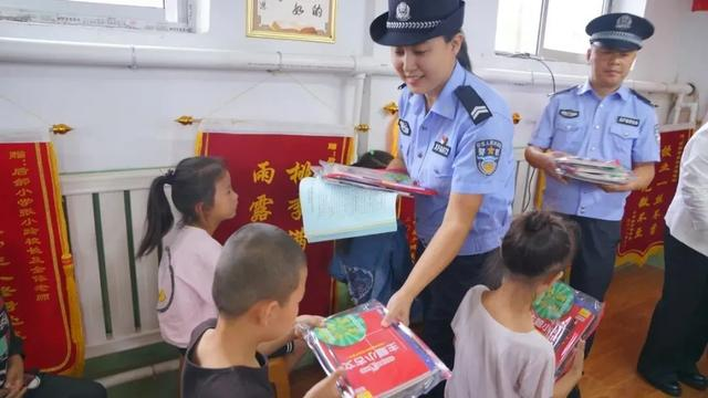 忻府公安联合忻府区消防救援大队走进校园开展暑期反电诈、消防安全宣传活动