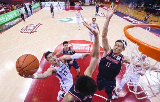 辽宁22分逆转广东,郭艾伦、韩德君崛起!杜锋被骂惨了