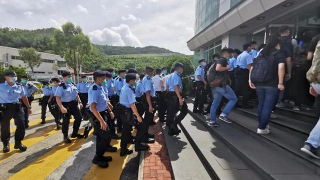 黎智英被捕细节曝光,港警赶往壹传媒总部搜查