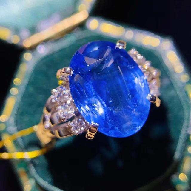 电影里的高级珠宝,真的是匠人之心发现和创造美的传说?
