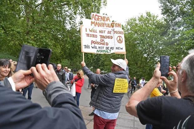 英政府出台佩戴口罩新规定 海德公园聚集数百人抗议戴口罩