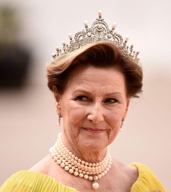 冠冕尊荣,惊艳奢华——维多利亚时期野生珍珠镶钻冠冕