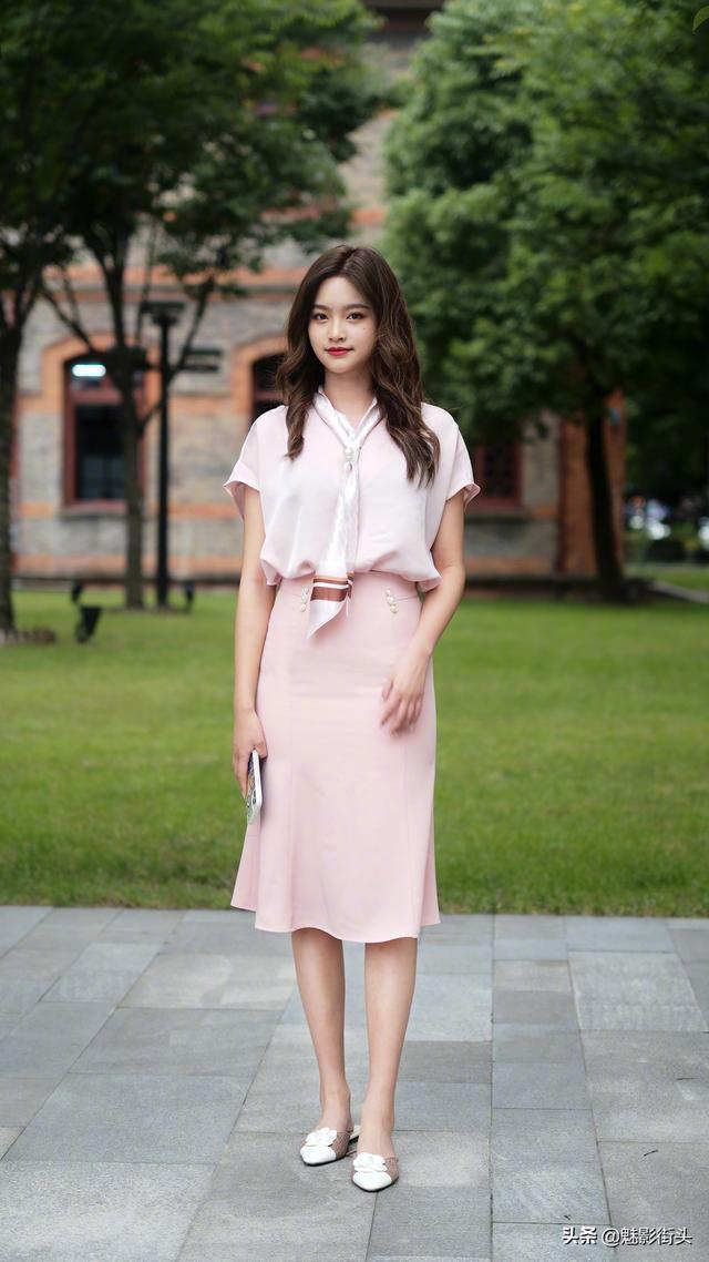 立秋了,搭配秋装可以试试穆勒鞋,穿着舒适易搭配,很有时尚格调