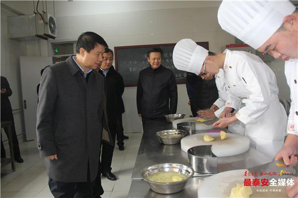 崔洪刚调研市属高职院校时强调:做强职业教育,厚植人才优势