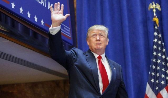 戴上口罩的特朗普正式宣布:不会发布全国口罩强制令