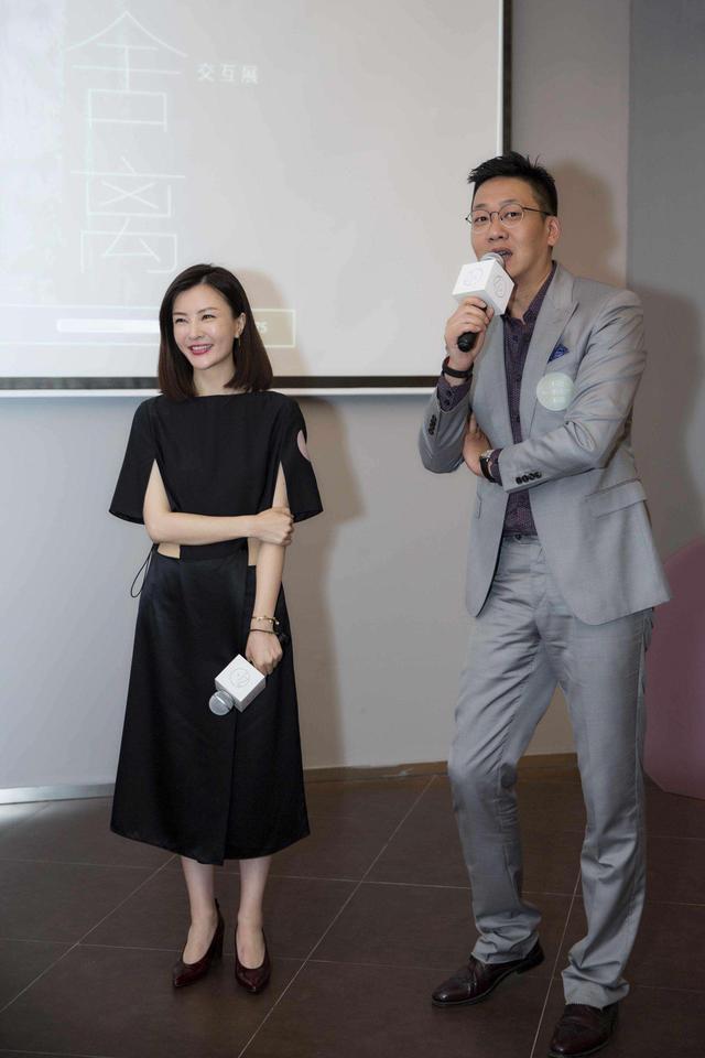 都快认不出这是刘孜了,43岁穿吊带小黑裙,气质和状态让人羡慕