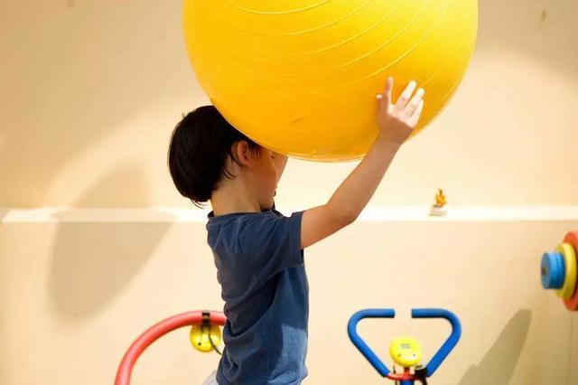 培养认知能力,意味着给3~5岁孩子一个在游戏中生活的机会